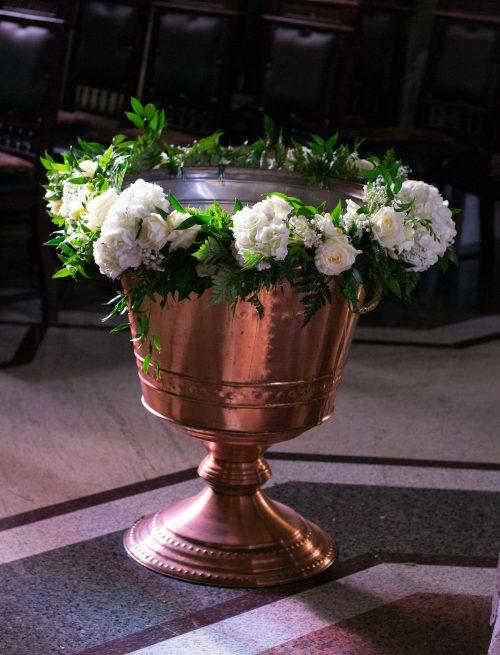 Decor cristelnita flori albe