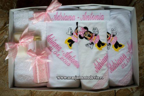 Trusou-botez-Minnie-Mouse-roz