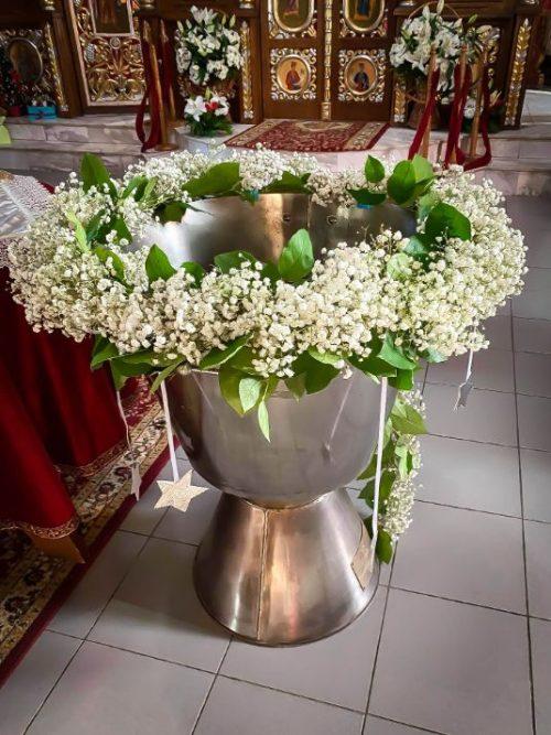 Decor cristelnita botez flori albe