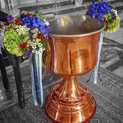 Aranjament cristelnita biserica decor