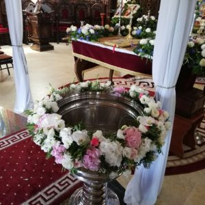 Aranjamente cristelnita cu flori naturale