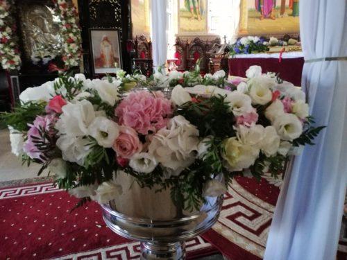 Aranjament cristelnita cu flori naturale