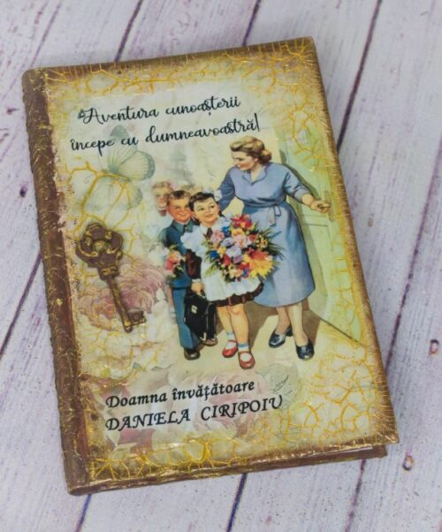 agenda-personalizat-cadou-invatoatoare-1-8-martie-cadou-unicat-cadou-personalizat-ziua-femeii