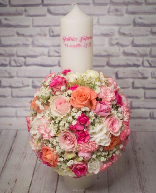 Lumanare-botez-fata-flori-roz-somon-portcolatii-trandafiri