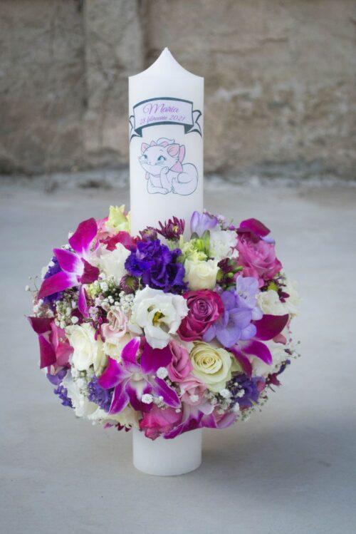Lumanare-de-botez-cu-orhidee-trandafiri-flori-albe-mode-pentrufetite-model-deosebit-model-elegant