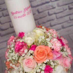Lumanare-de-botez-model-fata-flori-naturale-pastel-miresica-floarea-miresei-trandafiri-alb-roz
