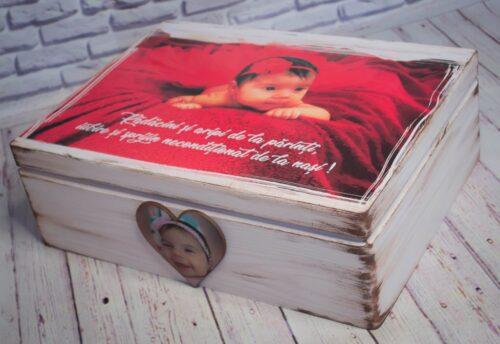 cutie-de-lemn-personalizata-manual-cu-poza-pentru-trusou-amintiri-dar