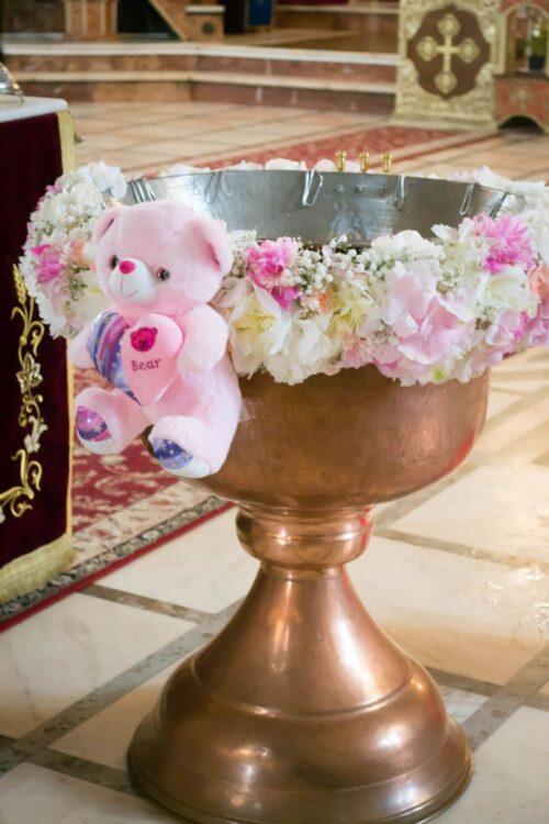 aranjament-de-cristelnita-botez-fata-flori-naturale-jucarie